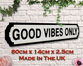Wooden sign: Good Vibes Only