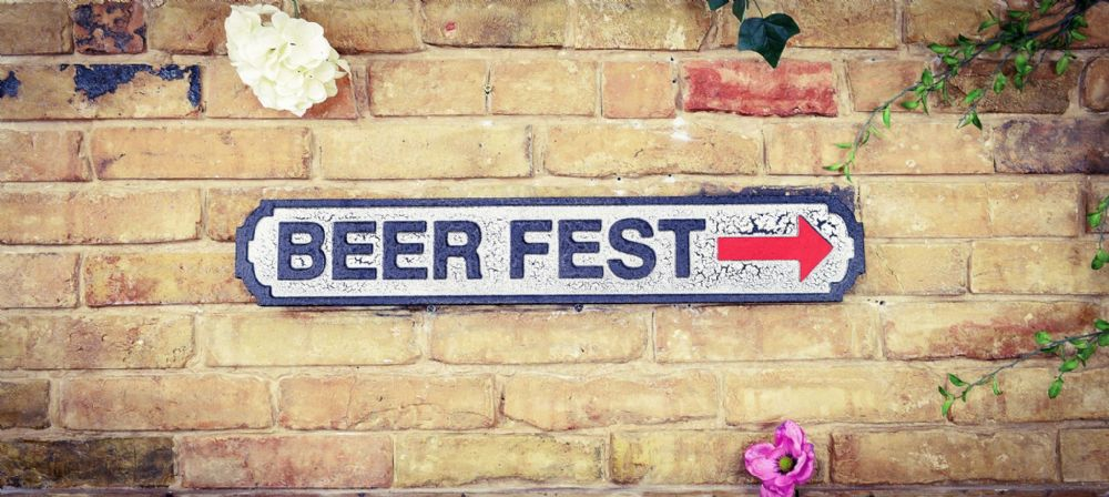 Wooden sign: Beerfest.