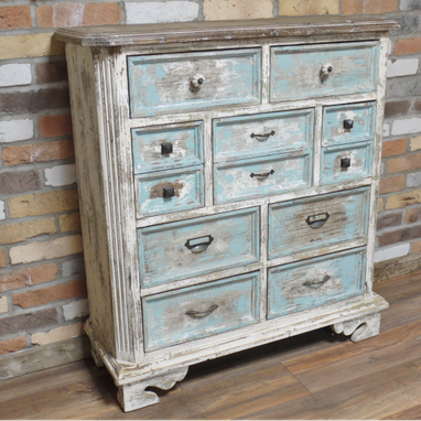 Provincial range : Distressed wooden cabinet.